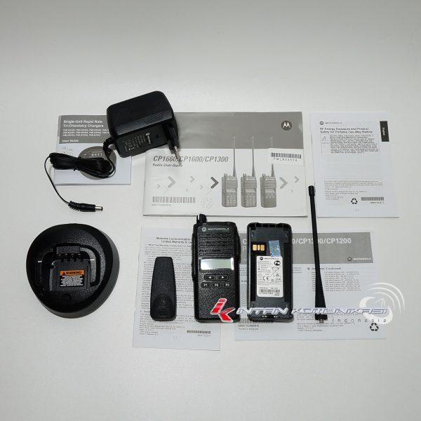 Kelengkapan HT Motorola CP1300 UHF: 403-447 MHz